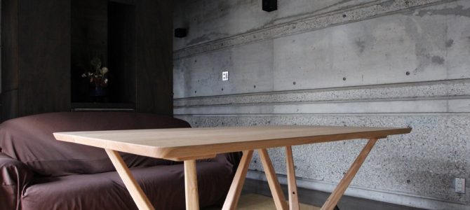 木のテーブル 完成です。