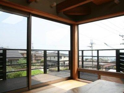 琵琶湖を望む家